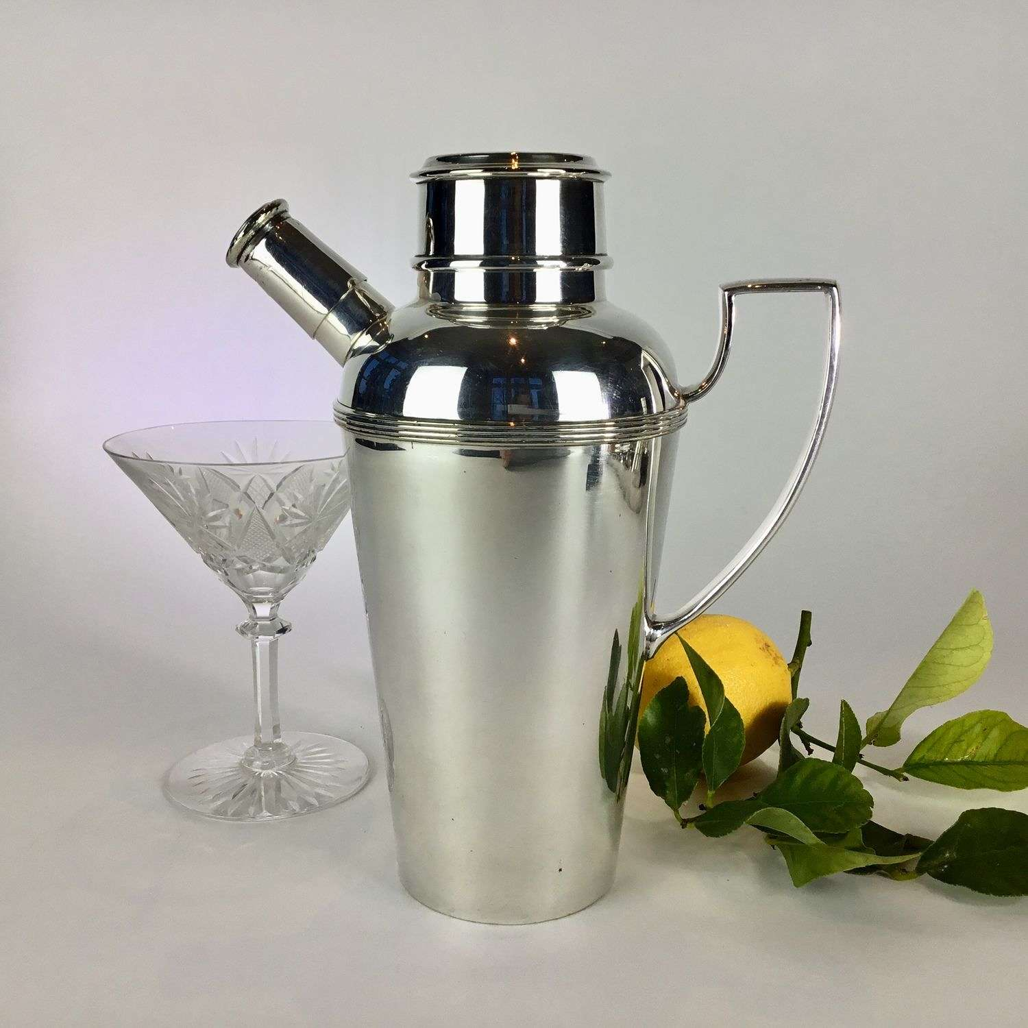 Art Deco silver plated cocktail pouring shaker Circa 1930s