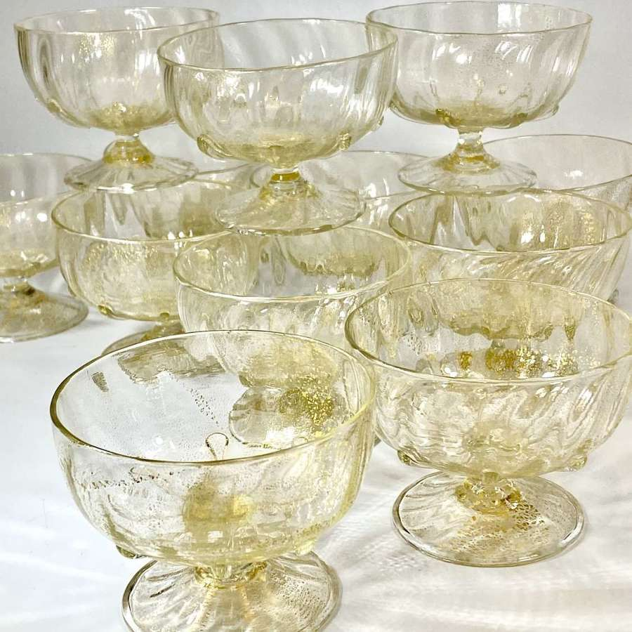 Set of 12 Venetian Salviati gold flecked pudding bowls