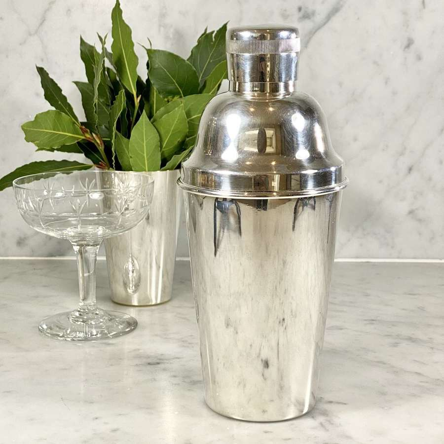 English silver plated Mid 20th Century cocktail shaker